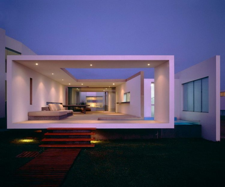 Recessed Lighting In Contemporary Backyard Design