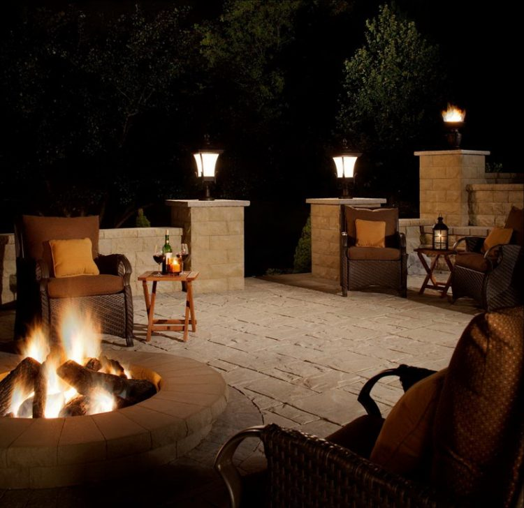 Traditional Patio On Wall Lighting